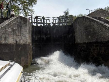4 - Opération écluse, remous pendant montée des eaux