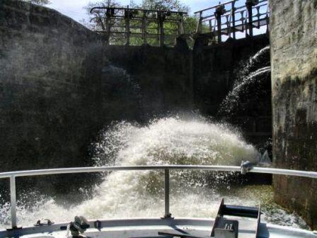 5 - Opération écluse, remous pendant montée des eaux