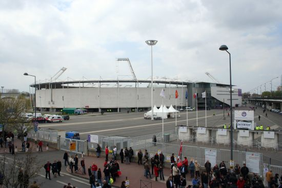 photographie du Stadium municipal de Toulouse avec guichets internet pour la coupe d'Europe de rugby à 15